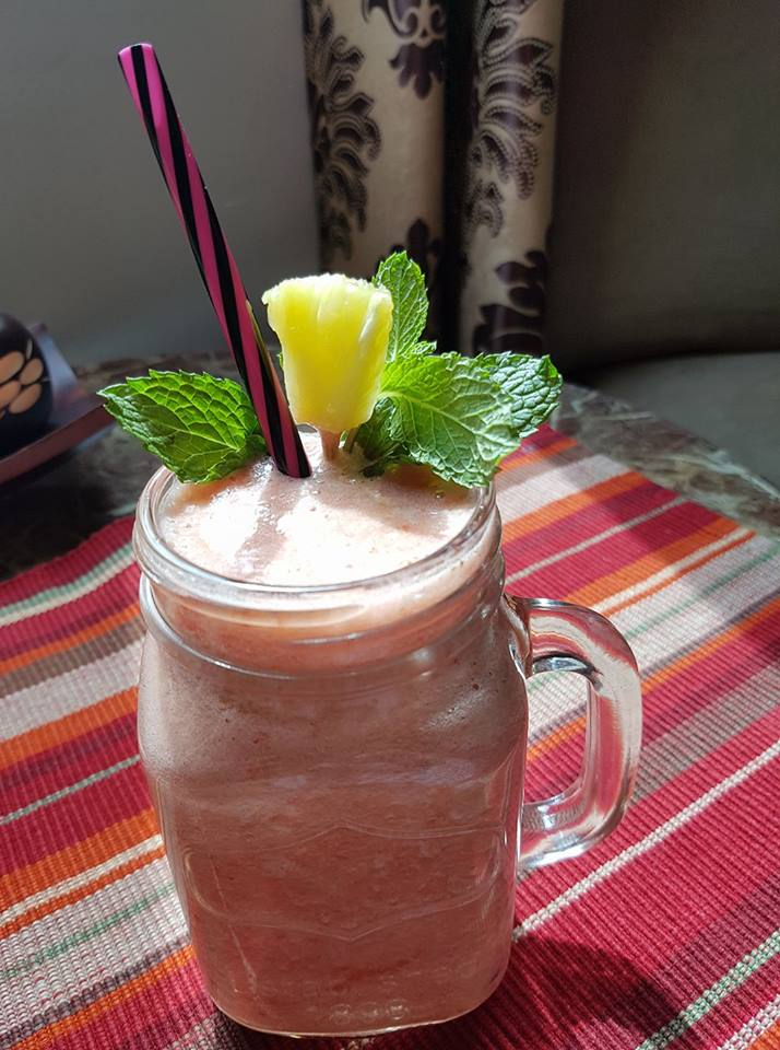 Strawberry and Pineapple smoothie-by-Rasoirecipes
