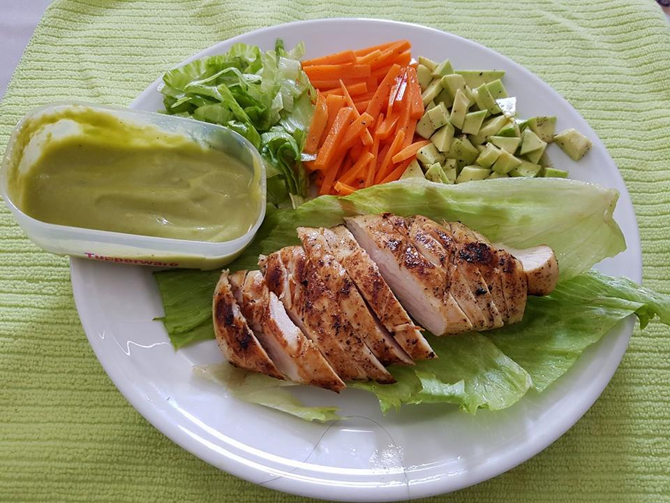 Grilled chicken with avocado sauce and avocado salad-by-Rasoirecipes